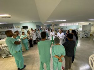 Equipe Multiprofissional do Hospital Clériston Andrade é treinada para atendimentos de casos de Coronavírus